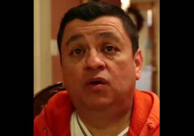 Hispano detiene tren en Chicago para salvar a una mujer (video)