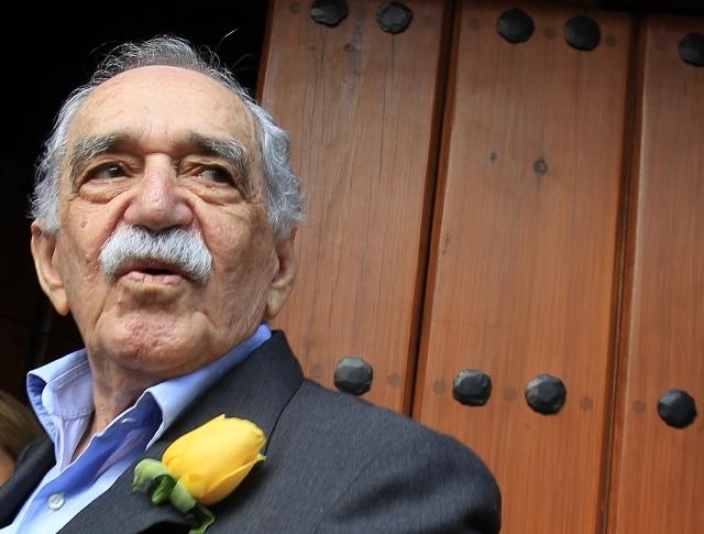 Hospitalizan a García Márquez en México