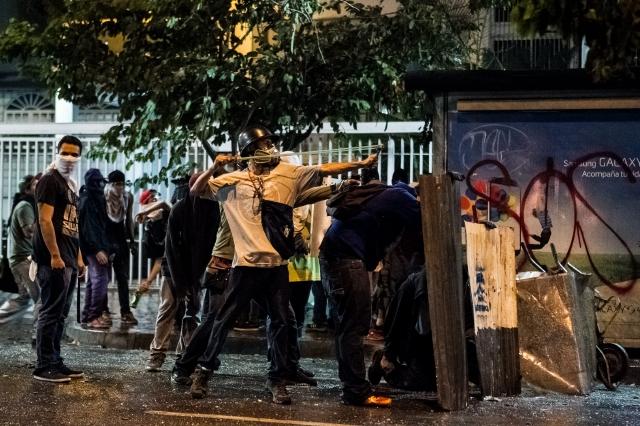 Maduro pide levantarse contra la violencia