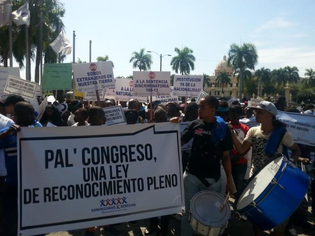 Protestan descendientes de haitianos