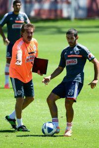 Chivas alineará  a Omar Bravo