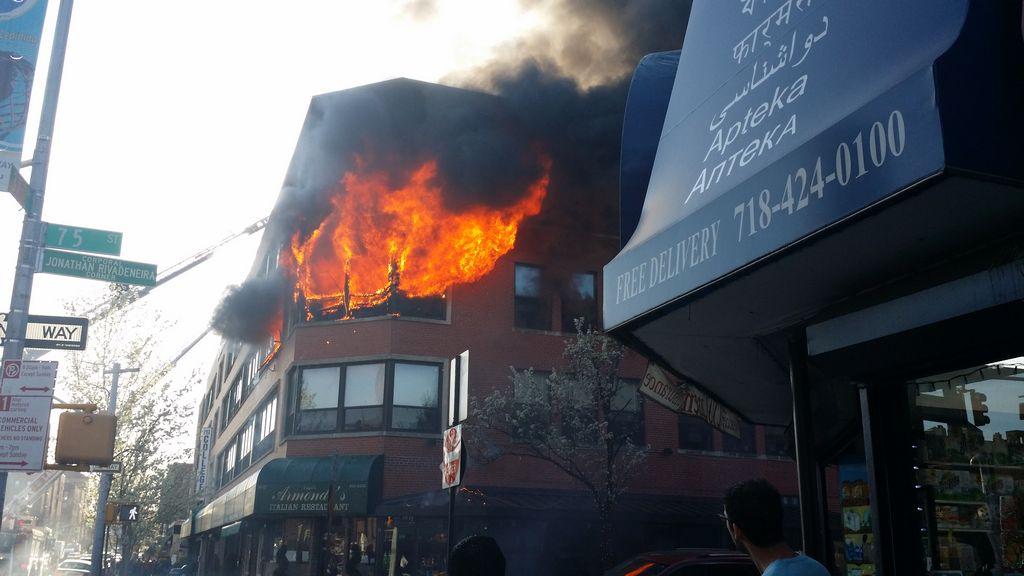 Arde Plaza College en Queens