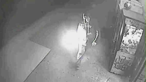 Buscan hispano por arrojar bomba Molotov a bodega en Brooklyn (video)