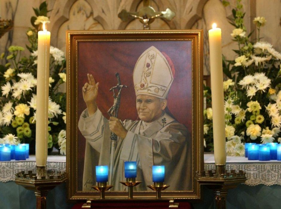 """Roma lista para invasión en """"el día de los cuatro papas"""""""
