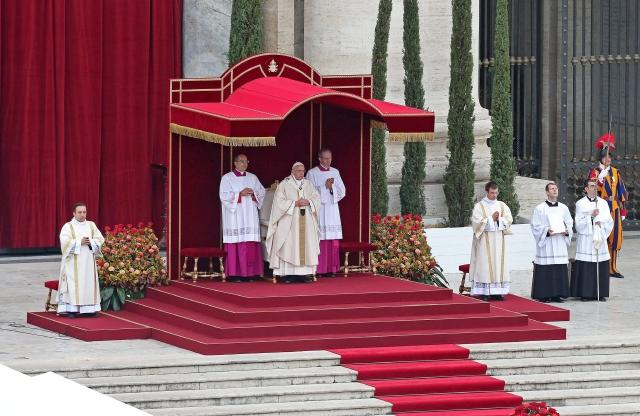 Domingo de celebración por  los papas santos