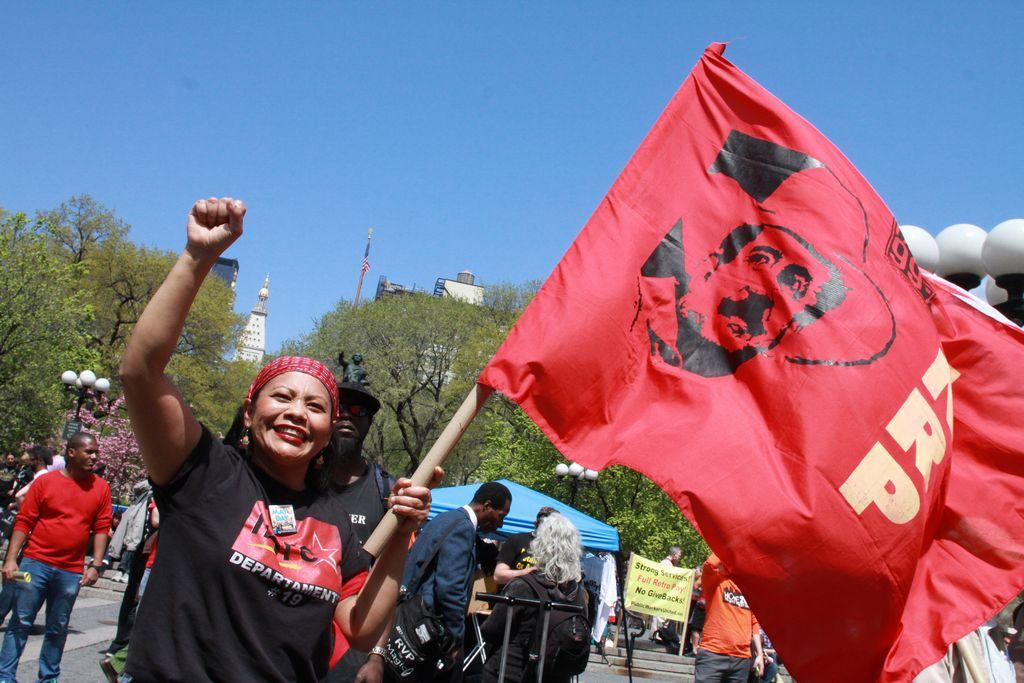 Trabajadores marchan por el Día Internacional del Trabajo