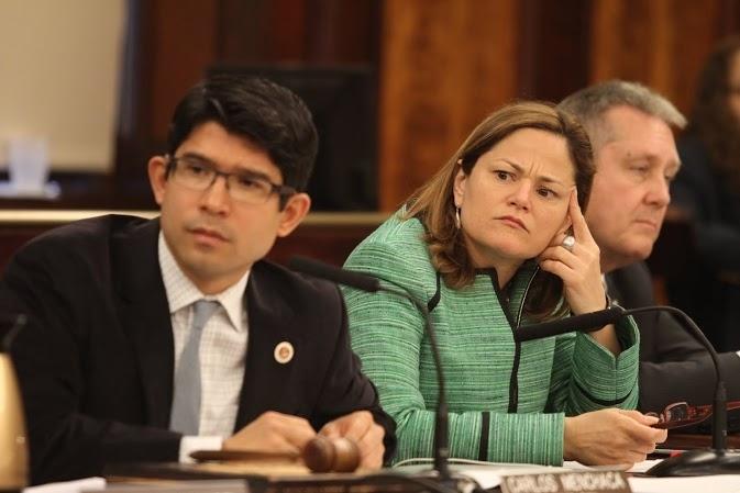 Policías latinos en NYC favorecen ID municipal