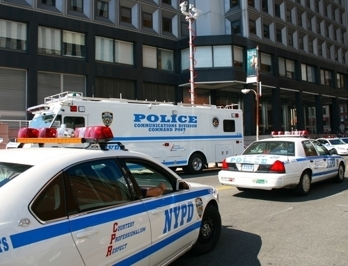 Dos agentes del NYPD enjuiciados por abuso de autoridad