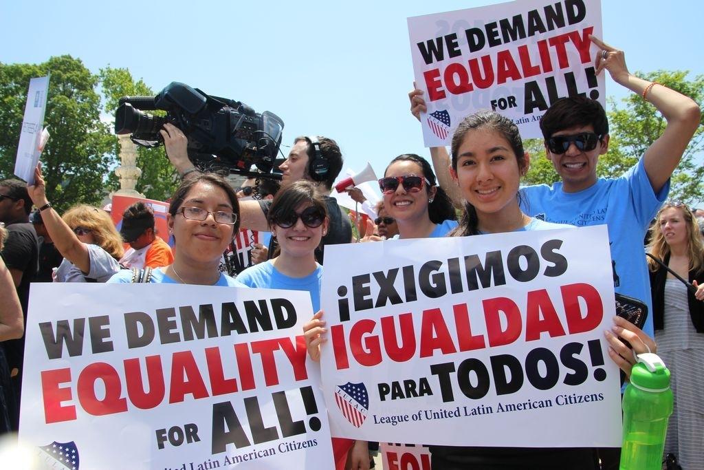 Cientos protestan por la igualdad educativa en EEUU