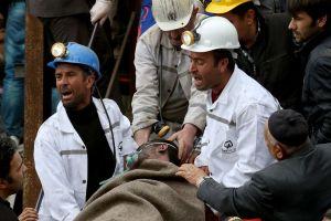 Van 232 muertos y 200 siguen atrapados en Turquía (fotos)