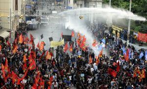 Suman 274 mineros muertos en explosión en Turquía