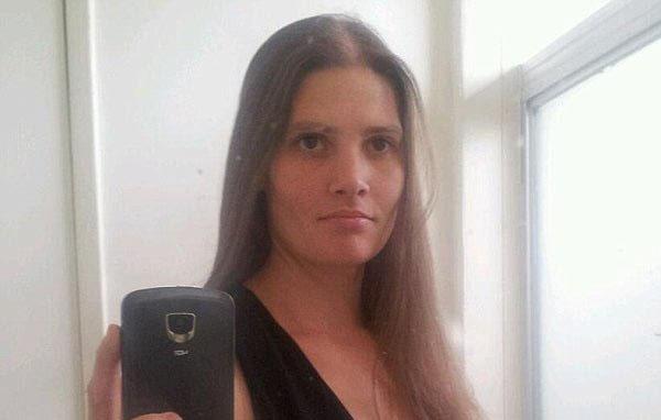 """Madre que apuñaló a sus tres hijas en California estaba """"endemoniada"""""""