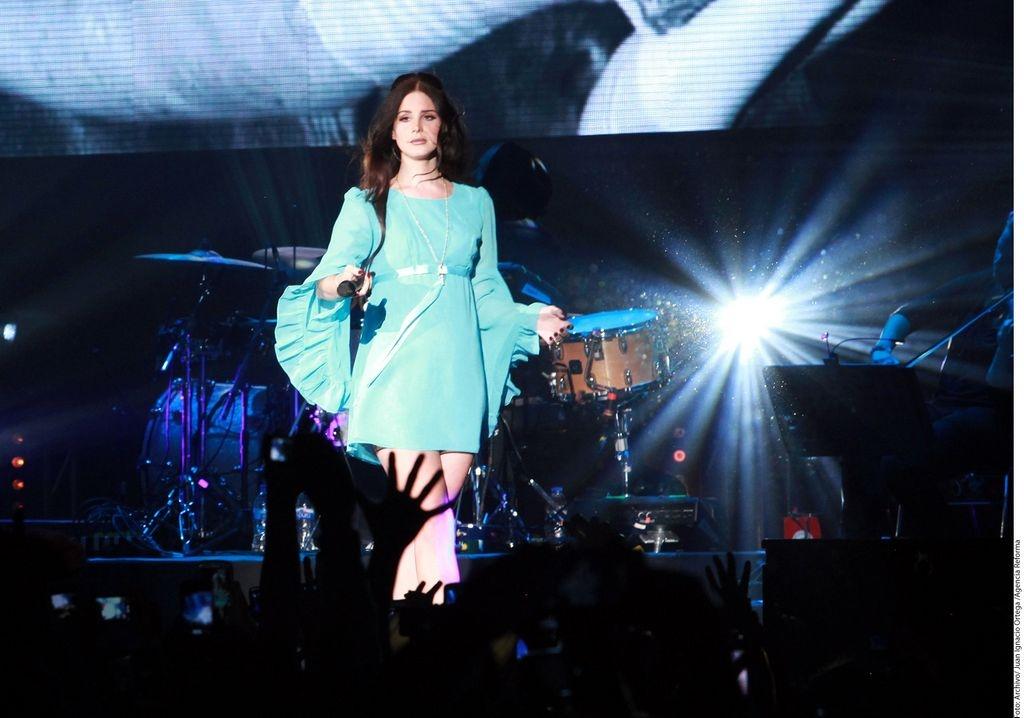 Gana millones Lana del Rey por cantar a Kim y kanye