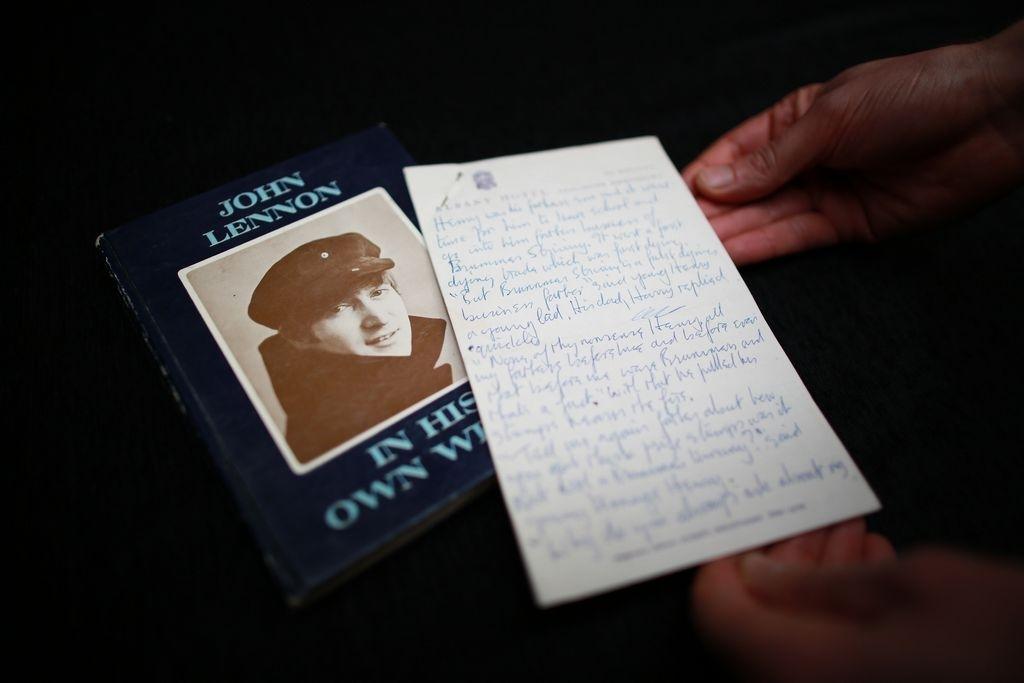Subastan en NYC objetos personales de John Lennon
