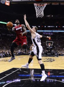 Spurs enfría al Heat de Miami