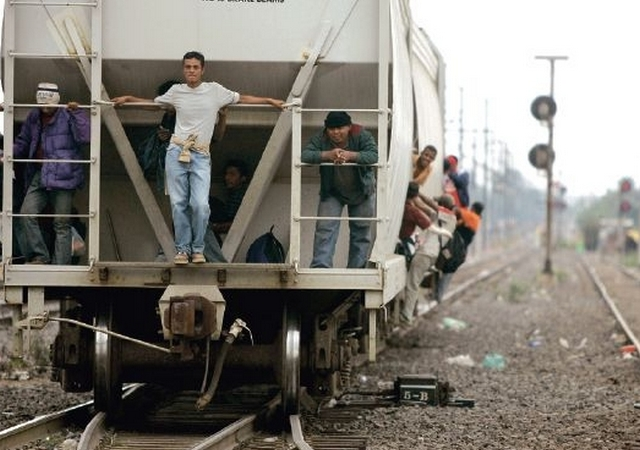 'La Bestia' cobra vida de migrante en Veracruz