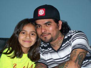 Padre soltero dedicado a su pequeña hija
