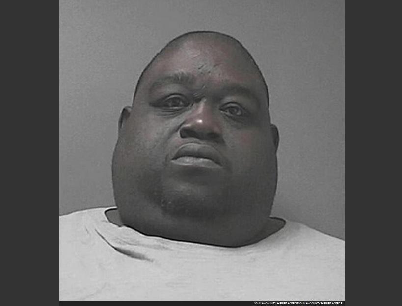 Hombre de 450 libras escondía marihuana en su barriga