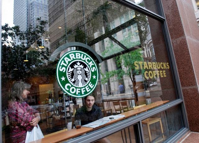 Starbucks se hace cargo de sus estudiantes