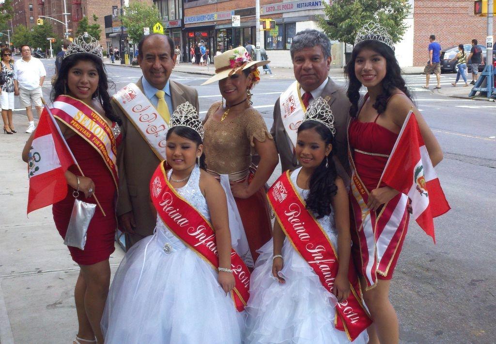 Un éxito el primer Desfile Peruano que recorre NYC