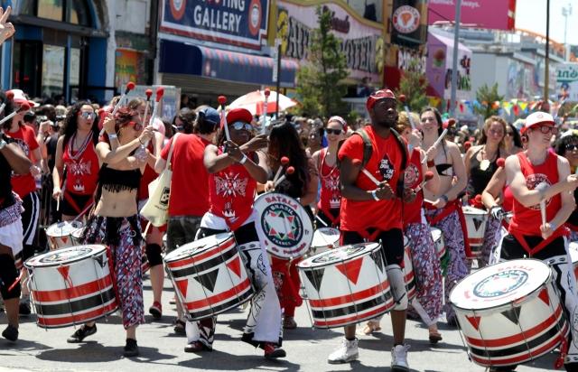 Desfile de las Sirenas alegra Coney Island