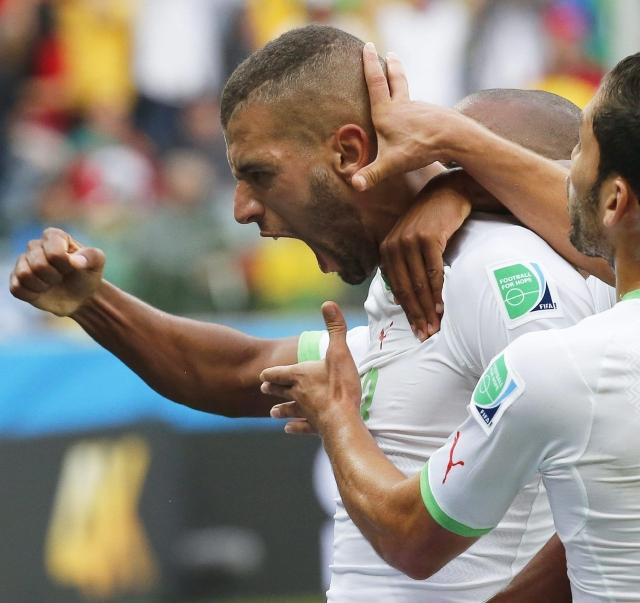Argelia golea y definirá todo ante los rusos