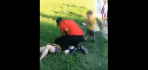 La golpean brutalmente frente a su hijo de 2 años y nadie interviene (video viral)