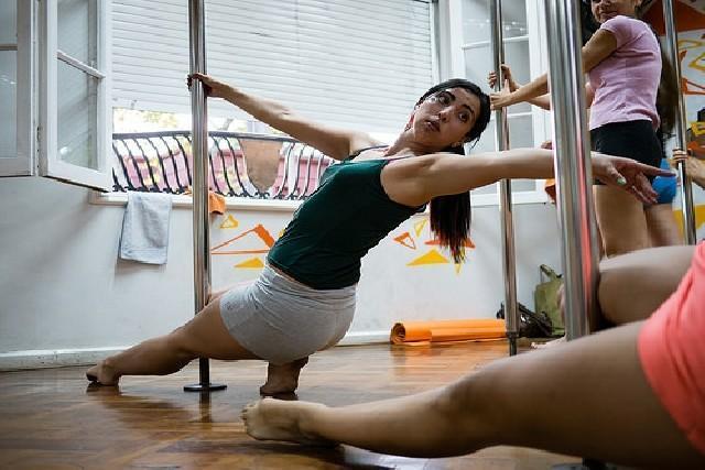 Pole dancing: ponte en forma y descubre tu lado sexy