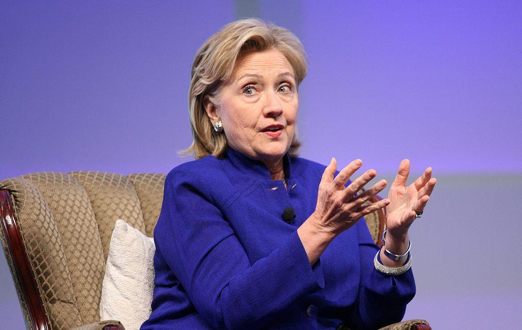 Un mes de tropiezos para Hillary Clinton