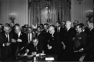 Todavía en deuda: 50 años de la Ley de Derechos Civiles