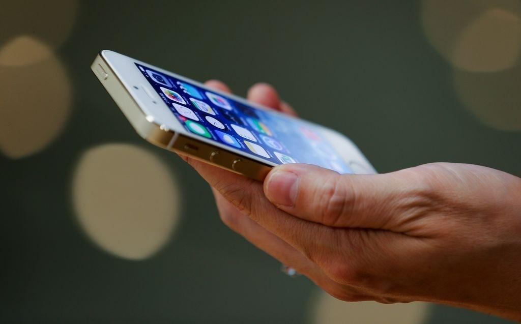 """Alerta en aeropuertos de EEUU por """"celulares explosivos"""""""