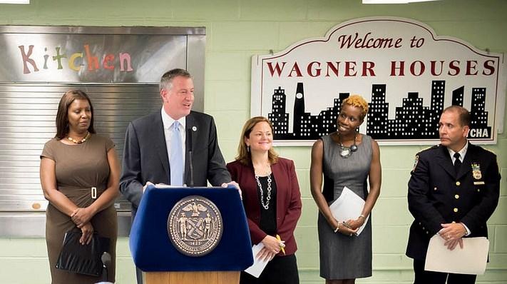 NYPD desplegará un contingente adicional de 700 agentes para patrullar las viviendas públicas.