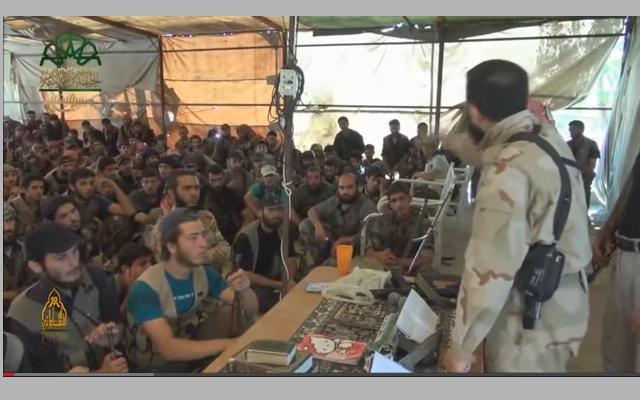 Zahran Alloush ofrece un duro discurso frente a los insurgentes.