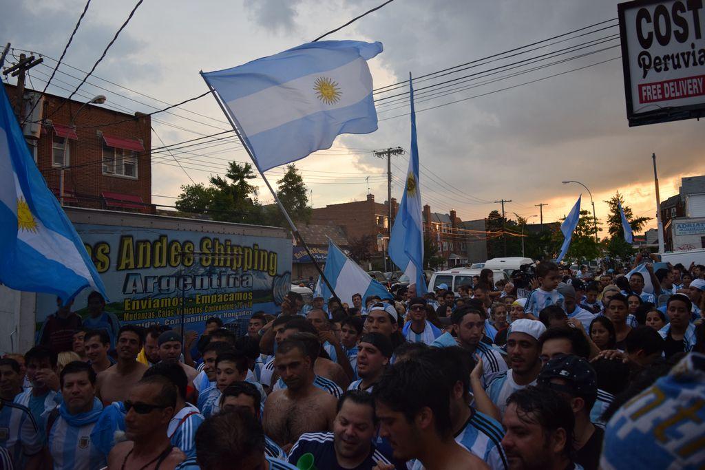 Las banderas argentinas ondearon en Queens.