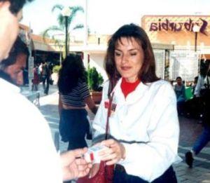 Reina de España promocionaba cigarros (fotos)