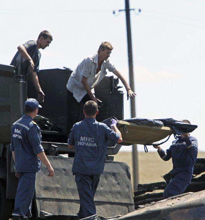 Comienza traslado de cuerpos del avión derribado en Ucrania