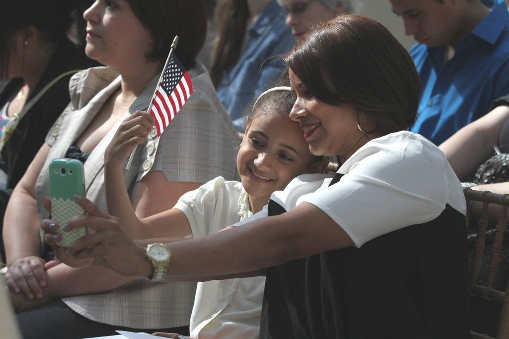 Katy Fernández de República Dominicana, junto a su Giselle de seis años, también se convirtió en estadounidense.