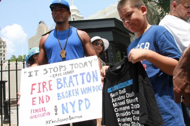 Piden renuncia de Bratton por muerte de Eric Garner