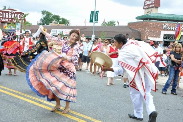 Peruanos celebran en Nueva Jersey la mayor festividad por su Independencia