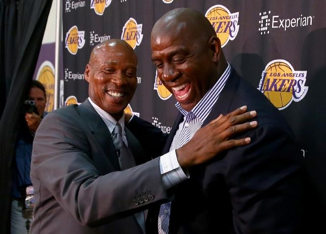 Byron Scott asume   dirección de  Lakers