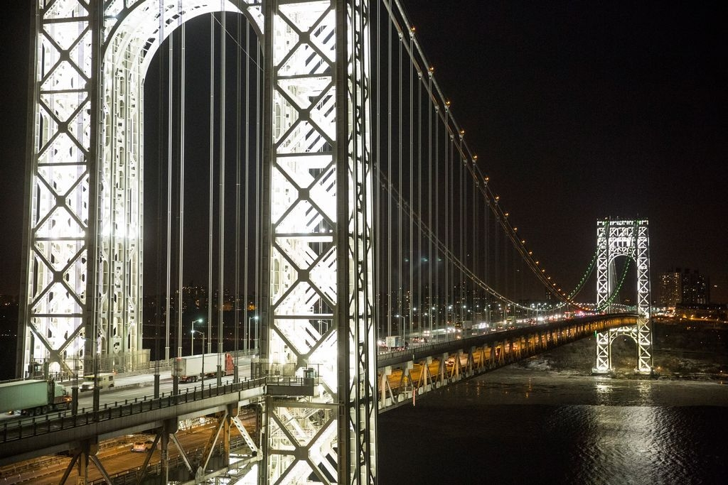 Intentan frenar suicidios en el puente George Washington