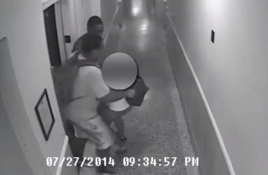 Revelan video de mujer atacada en edificio en Brooklyn