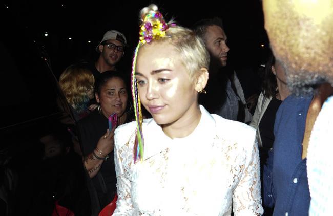 Miley Cyrus y Lily Allen, batalla en un karaoke