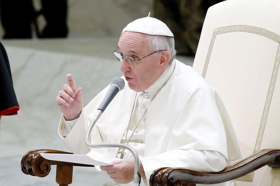 """El Papa """"incrédulo y consternado"""" por la violencia en Irak"""