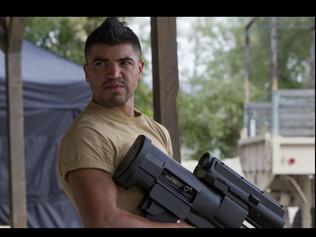 El boxeador Víctor Ortiz, el toque latino de 'Expendables 3', con pavor a las armas