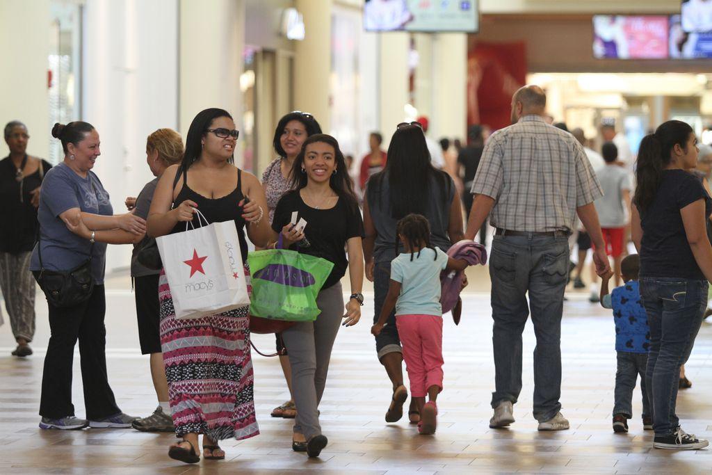 Nuevo centro comercial genera miles de empleos en El Bronx