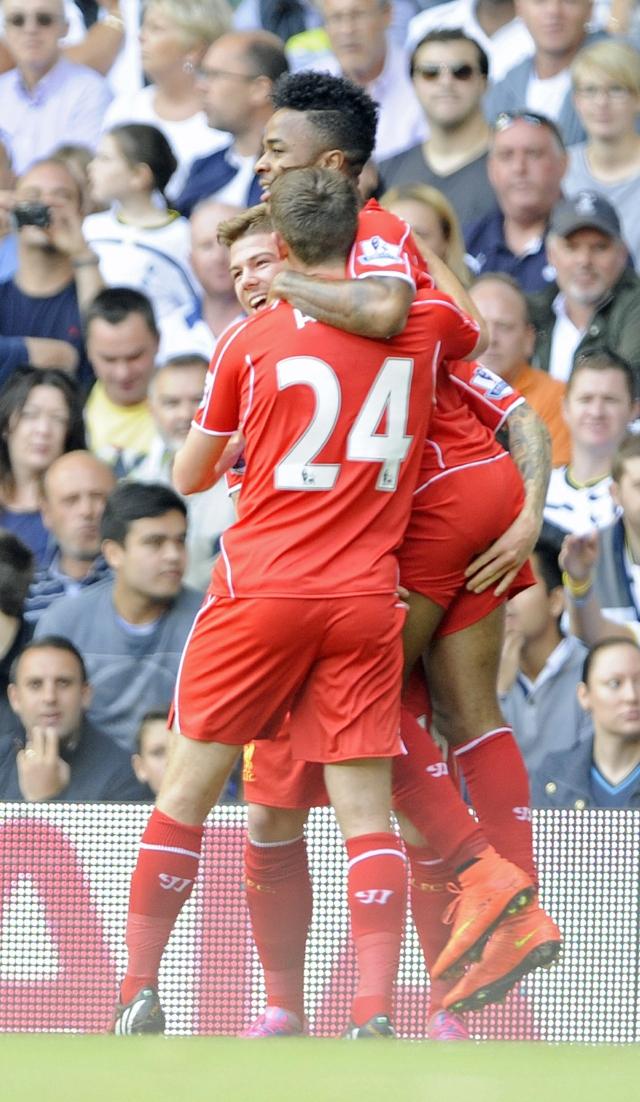 Liverpool golea en el debut de Balotelli