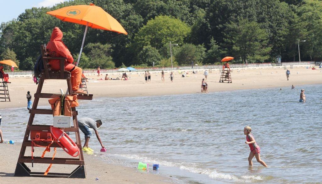 Playas de Nueva York abrirán el 1 de julio para nadar tras cierre por coronavirus
