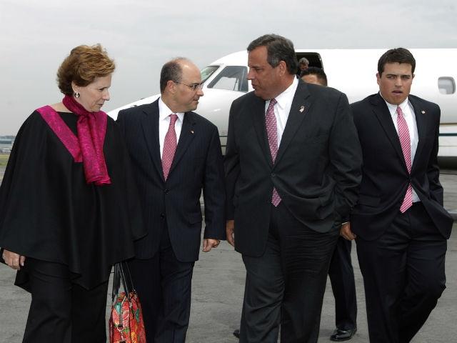 El gobernador de Nueva Jersey al llegar a la capital mexicana.