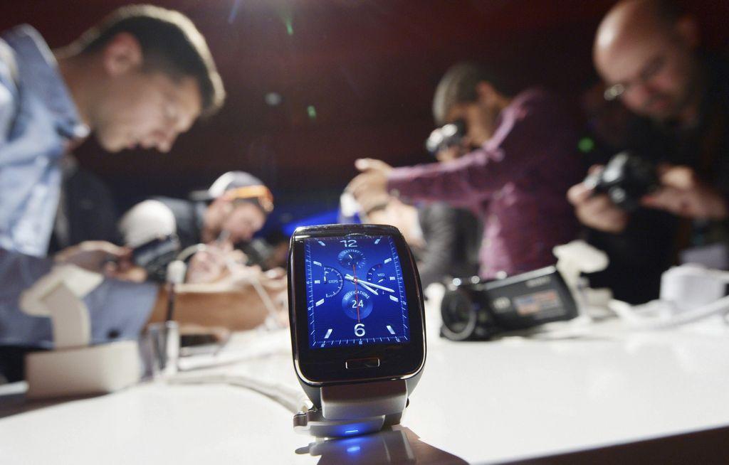 También por primera vez al público su reloj inteligente Gear S.